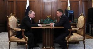 Alexej Miller unterrichtet Präsident Putin über den neuesten Stand seines Unternehmens.