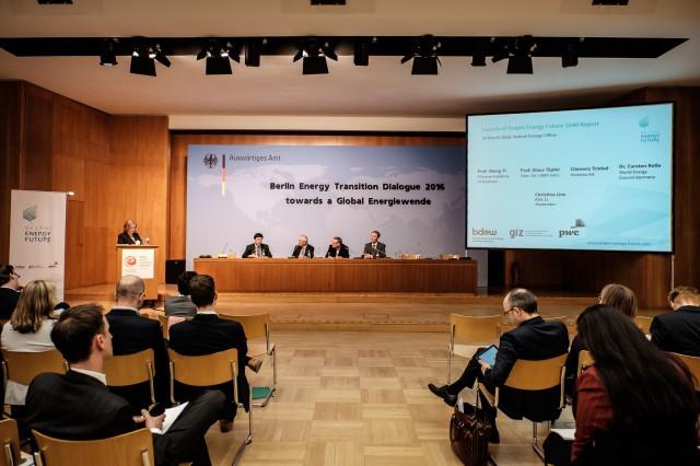 Experten diskutierten in Berlin im März 2016 über Energieorakel 2040