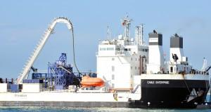 Spezialschiff zur Kabellegung ist vor Rügen im Einsatz.