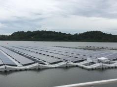 Schwimmende Solarsysteme werden in Singapur getestet.