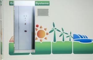 Die Energy Storage Europe in Düsseldorf versammelt drei führende Veranstaltungen der globalen Speicherbranche unter einem Dach. Sie repräsentiert die gesamte Wertschöpfungskette von der Forschung und Entwicklung bis hin zum fertigen Produkt. Die wissenschaftlich und gesellschaftspolitisch orientierte International Renewable Energy Storage Conference (IRES 2017) widmet sich den neuesten F&E-Erkenntnissen. Die Energy Storage Exhibition ist der B2B-Marktplatz für alle Speichertechnologien. Dort vernetzen sich Experten, Unternehmen und Institutionen und legen Grundsteine für neue Geschäfte. Die Energy Storage Europe Conference (ESE) legt den Schwerpunkt auf Wirtschaft und Finanzen. Sie bietet eine Diskussionsplattform rund um Geschäftsmodelle, Marktentwicklungen, regulatorische Rahmenbedingungen, Aspekte der Finanzierung, Sicherheit und Standardisierung