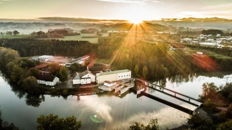 Hybridkraftwerk liefert Regelleistung
