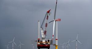 Die erste Windkraftanlage des Triangel Windpark Borkum II ist fertig.